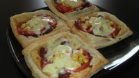 Pastırmalı Mini Pizzalar