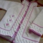 lila beyaz tunus işi bebek hırka modeli