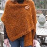 turuncu broşlu klasik şal modeli