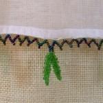 yeşil yapraklı boncuklu oya