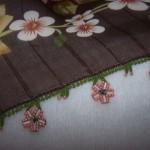 yuvarlak ve boru boncuklardan çiçekli boncuklu oya örneği
