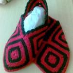 kırmızı siyah tığ işi motifli çetik