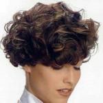 kısa kıvırcık saç modeli