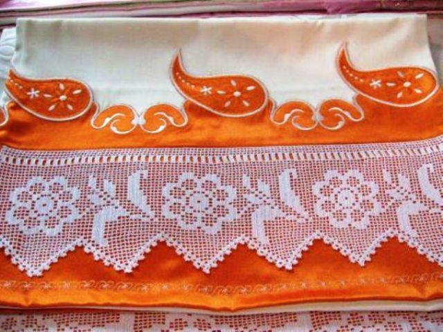 kayınvalide için çiçekli dantelden turuncu pike takımı