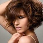 kestane kısa küt dalgalı saç modeli
