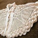 pelerin şeklinde krem tığ işi lizöz