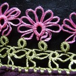 pembe çiçekli mekik oyası