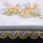 sarı beyaz mekik oyası havlu kenarı