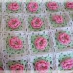 gül motifli tığ işi bebek battaniyesi