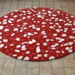 kırmızı beyaz taş desenli yuvarlak halı