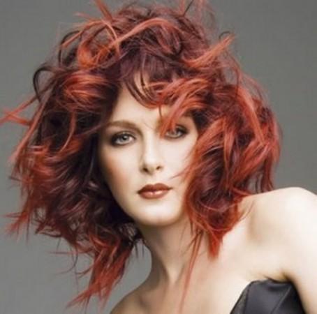 Saç renkleri kızıl balyajlı bakır kahve dalgalı saç modeli