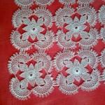 kare motifli iğne oyası vitrin takımı