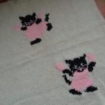 kedi figürlü beyaz bebek battaniyesi