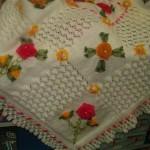 kurdele nakışlı beyaz bebek battaniyesi