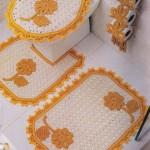 sarı beyaz çiçek desenli tığ işi klozet takımı