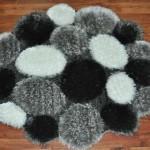 siyah beyaz gri taş desenli yuvarlak halı