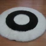 siyah beyaz uzun tüylü yuvarlak halı