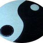 siyah beyaz ying yang desenli yuvarlak halı