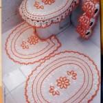 turuncu beyaz çiçek desenli tığ işi klozet takımı