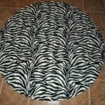 zebra desenli yuvarlak halı